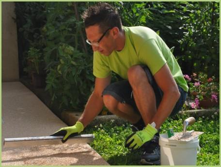 Le revêtement en granulat de marbre - Prendre appui sur les profiles aluminium